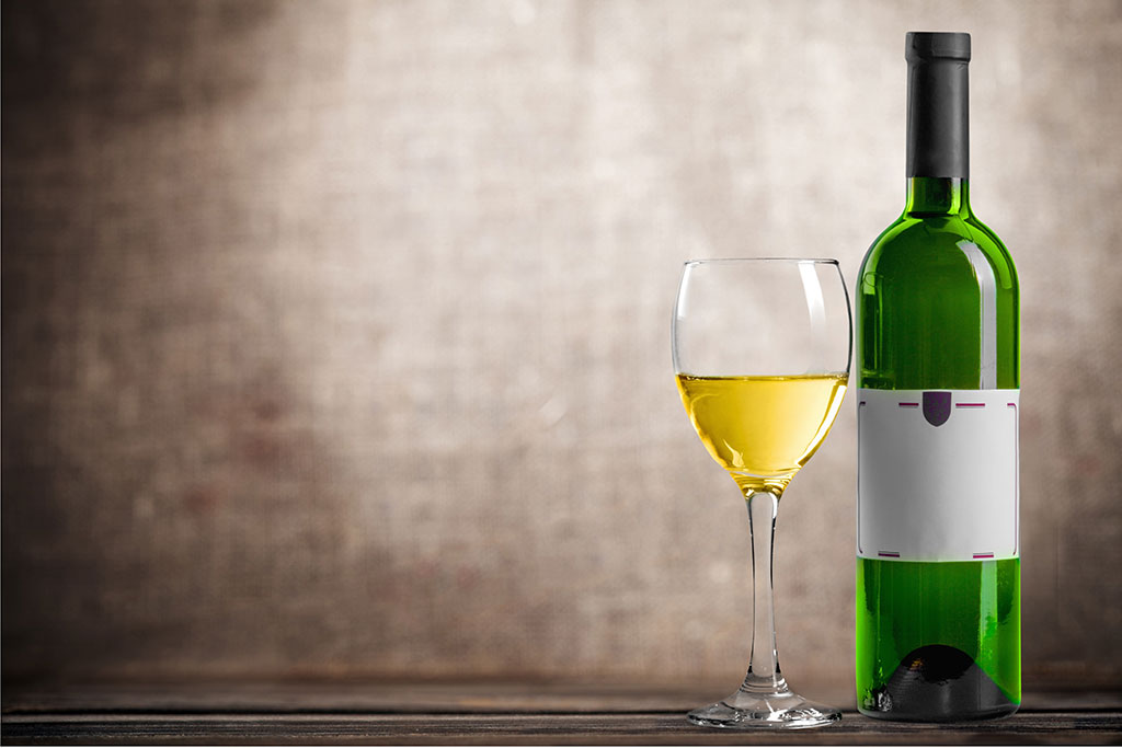 how to photograph a wine bottle