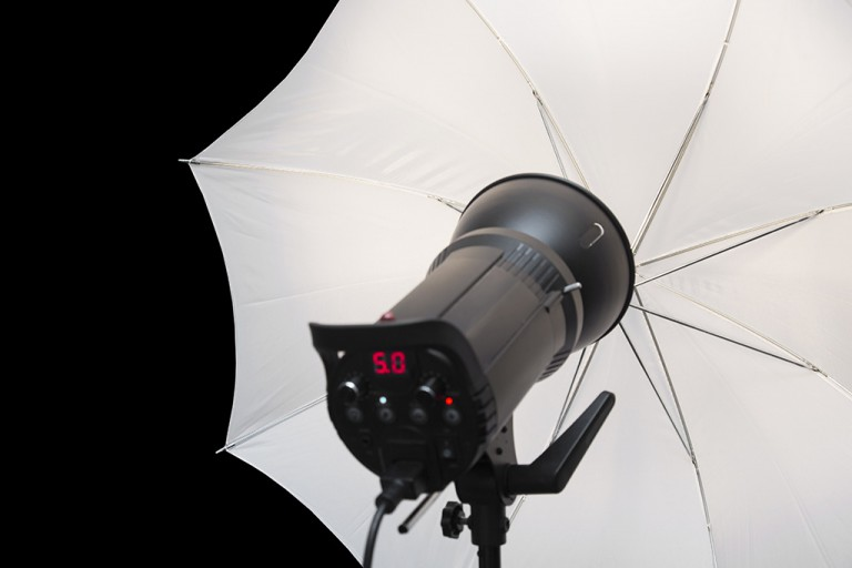 What Kind of Wedding Photography Lights Should You Buy?